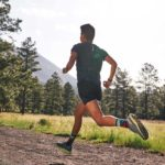 Qu'est-ce qui peut causer des douleurs aux pieds après avoir couru ?